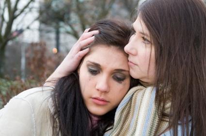 Daughter-crying-on-moms-shoulder